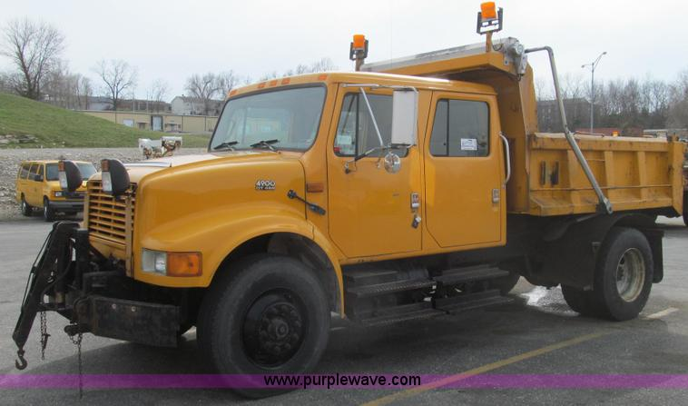 E3862.JPG - 1997 International 4900 CrewCab dump truck , 176,052 miles on odometer , 11,528 hours on meter , Int...