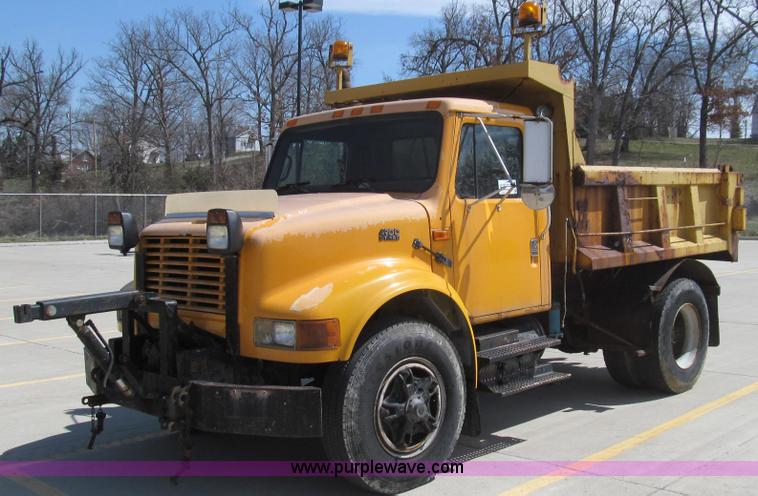 E3863.JPG - 1995 International 4900 dump truck , 192,579 miles on odometer , 1,546 hours on meter , Internationa...