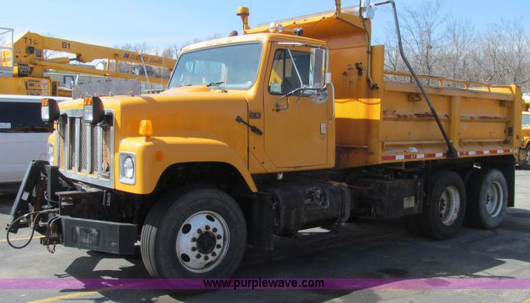 E3864.JPG - 2002 International 2554 dump truck , 199,373 miles on odometer , 8,895 hours on meter , Internationa...