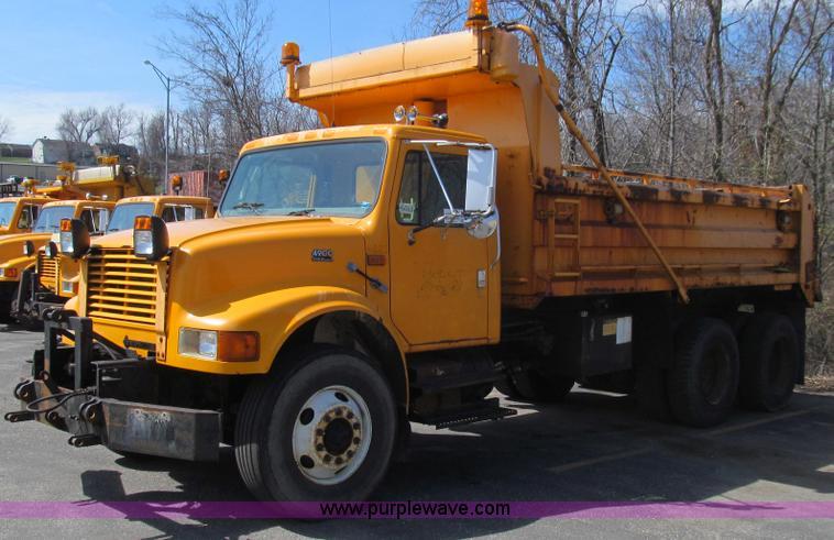 E3865.JPG - 1999 International 4900 dump truck , 189,957 miles on odometer , 10,451 hours on meter , Internation...