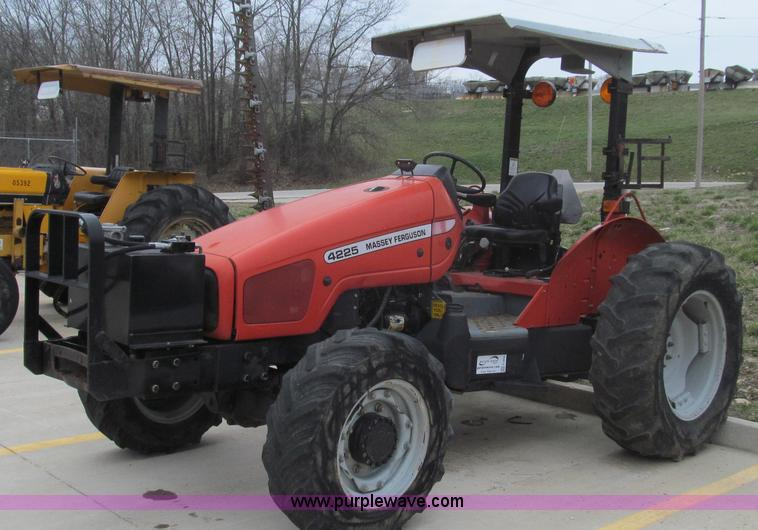 E3868.JPG - 2000 Massey Ferguson 4225 MFWD tractor , 3,207 hours on meter , Perkins 4 0L diesel engine , 65 HP ,...