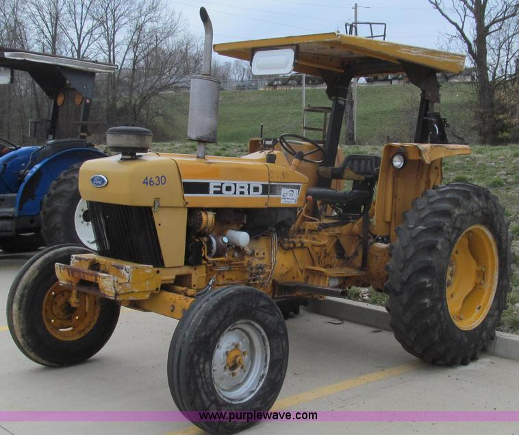 E3871.JPG - 1992 Ford 4630 tractor , 4,322 hours on meter , Ford 3 3L three cylinder diesel engine , 60 HP , Man...