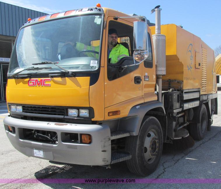 E7170.JPG - 2004 GMC T7500 Centurion street sweeper , 46,743 miles on odometer , Duramax diesel engine , Five sp...