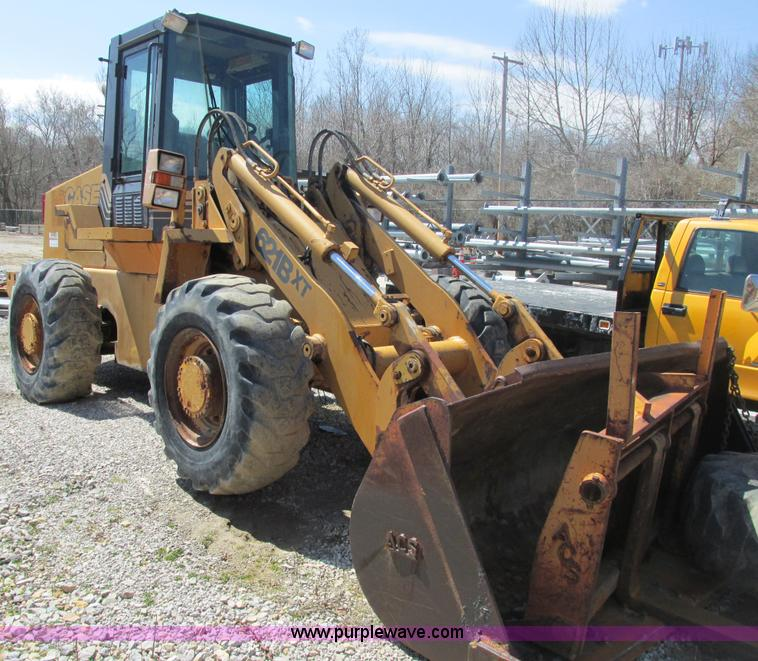 E7173.JPG - 1997 Case 621B XT articulated wheel loader , 7,483 hours on meter , Cummins six cylinder diesel engi...