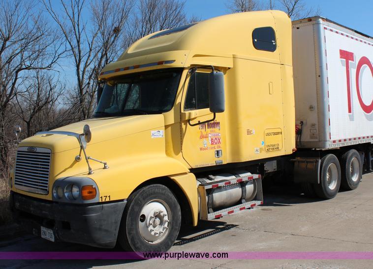 G5372.JPG - 2000 Freightliner Century Class semi truck , 476,729 miles on odometer , Cummins N14 14 0L L6 diesel...