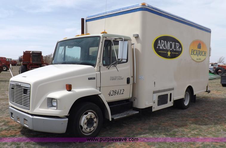 F6492.JPG - 2000 Freightliner FL60 semi truck , 343,602 miles on odometer , Caterpillar 3126 7 2L L6 diesel engi...