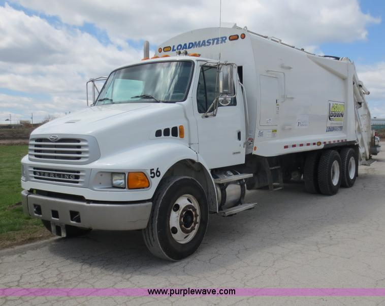 D5819.JPG - 2008 Sterling Acterra refuse truck , 49,921 miles on odometer , 9,046 hours on meter , Cummins ISC 2...