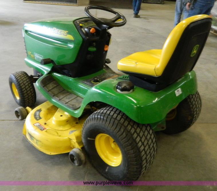 No Reserve Auction On Tuesday May 07: John Deere LT180 Lawn Mower