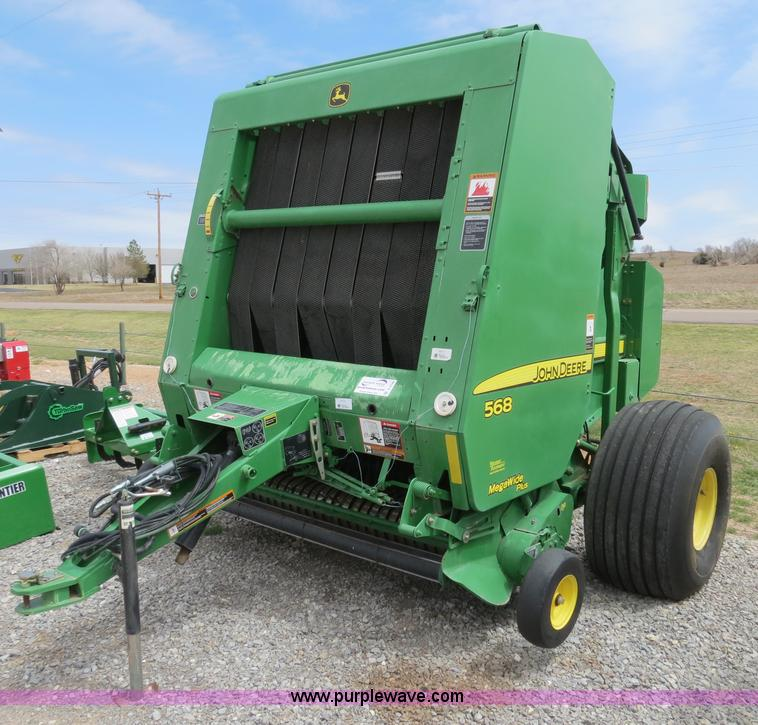 B4746.JPG - 2007 John Deere 568 round baler , 5 x 6 bale capacity , MegaWide Plus pickup , Push bar , Cover edge...