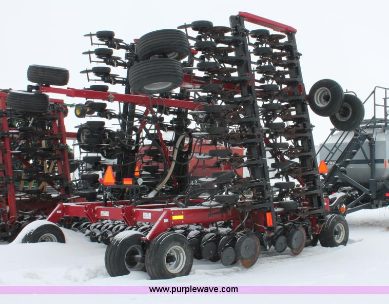 H3713.JPG - 2005 Case IH SDX40 No till Air seed drill with Flexicoil 2340 air cart , 40W , 7 5 quot spacing , Tw...