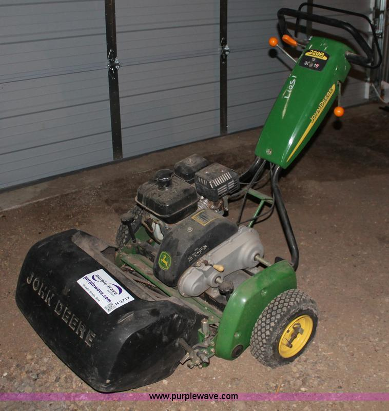 H3717.JPG - 2002 John Deere 220B walking greens mower , 22 quot cut , Honda 4 HP gas engine , Grass catcher , Fl...