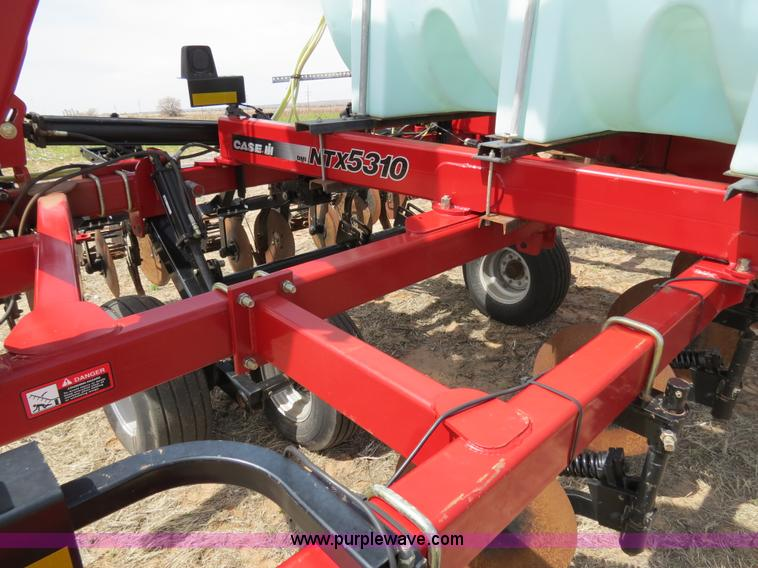 B4710K.JPG - 2008 Case IH NTX5310 DMI strip till Nutri tiller , 12 row , 30 quot spacing , 750 gallon tank , Hydr...