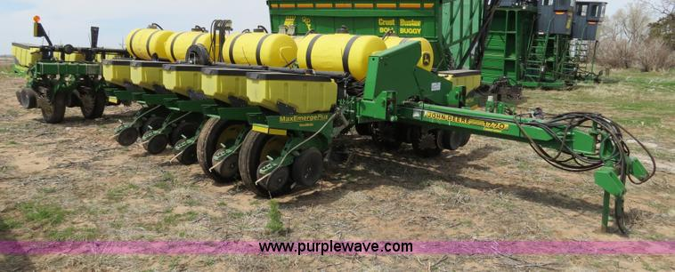 B4714.JPG - 2002 John Deere 1770 Conservation planter , 40 toolbar , 15 transport width , 16 Max Emerge Plus row...