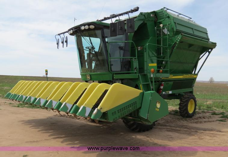 B4719.JPG - 2007 John Deere 7460 8R30 cotton stripper , 1,499 engine hours on meter , 1,082 cleaner hours on met...