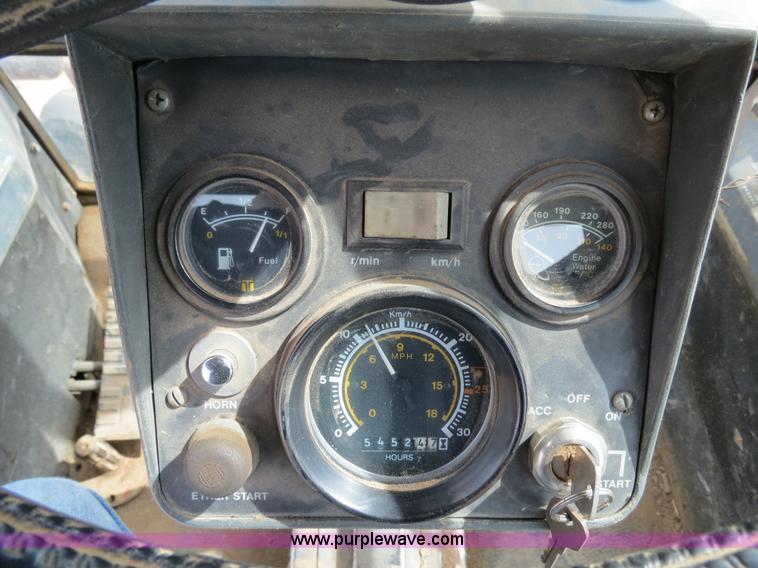 B4722L.JPG - 1988 Versatile 276 Bi directional 4WD tractor , 5,452 hours on meter , Cummins 4BTA 3 9 four cylinde...
