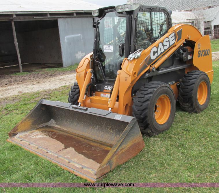 F4787.JPG - 2011 Case SV300 skid steer , 106 actual hours , Case four cylinder diesel engine , Pressurized cab ,...