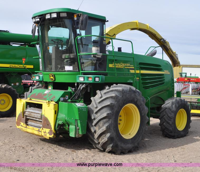 C3432.JPG - 2005 John Deere 7800 forage harvester , 2,288 engine hours on meter , 1,514 cutter head hours on met...