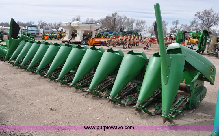 C3437.JPG - 2007 John Deere 1293 corn head , 12 row , 30 quot spacing , Knife rollers , Poly snouts , Stubble li...
