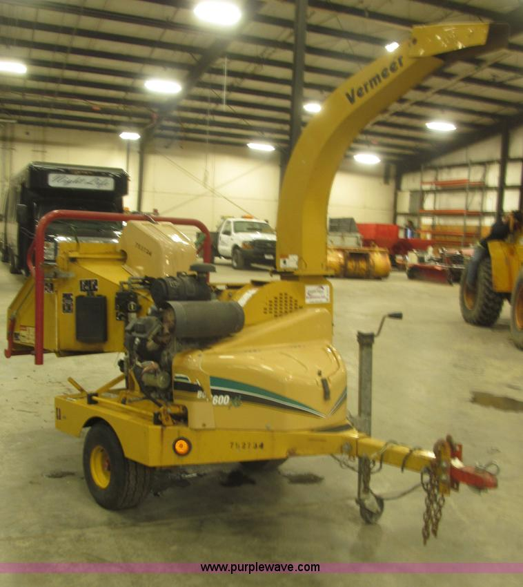 B5471.JPG - 2005 Vermeer 6 quot brush chipper , 252 hours on meter , Model BC600XL , Kohler Command Pro 27 V twi...