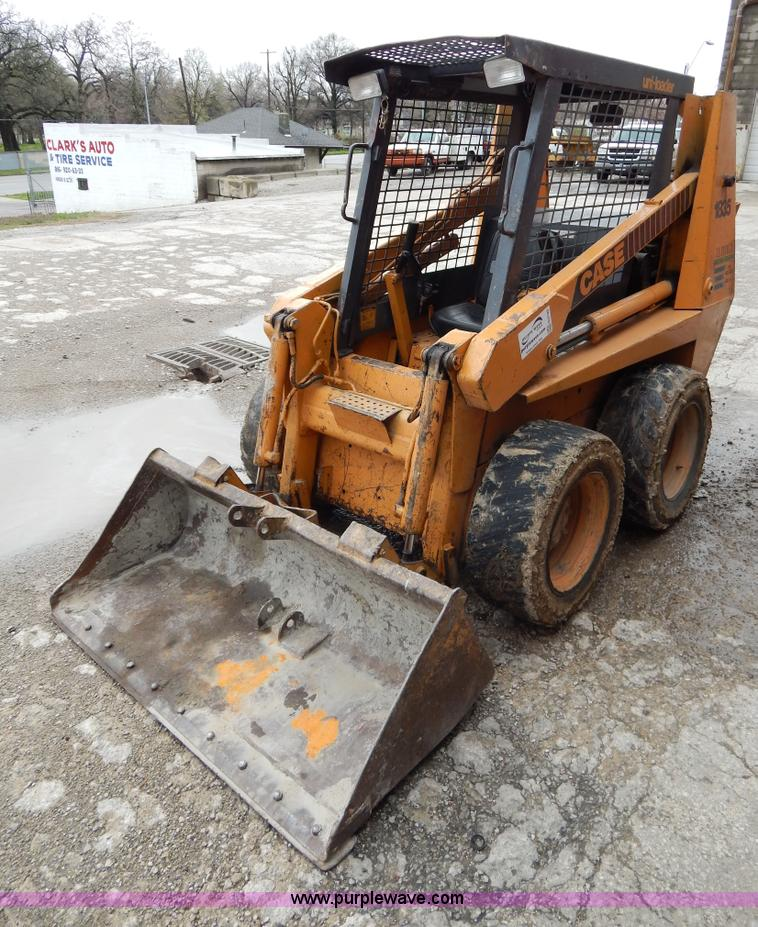 G3123.JPG - 1987 Case 1835C skid steer , 4,078 hours on meter , Wisconsin three cylinder diesel engine , Open RO...