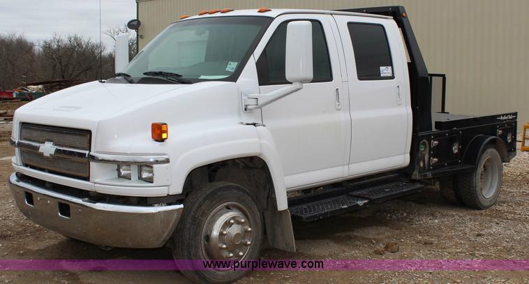 G5356.JPG - 2007 Chevrolet C4500 CrewCab flatbed truck , 81,502 miles on odometer , 6 6L V8 OHV 32V turbo diesel...