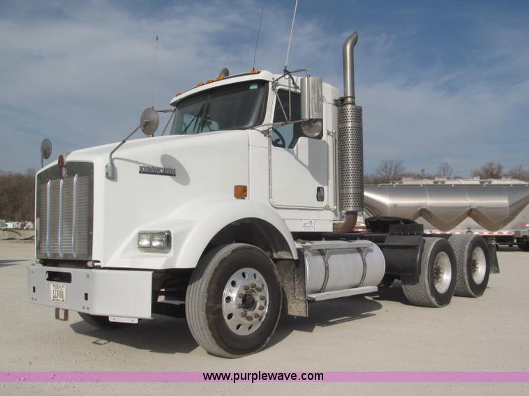 B5481.JPG - 2007 Kenworth T800 semi truck , 507,228 miles on odometer , Caterpillar C13 12 0L L6 turbo diesel en...