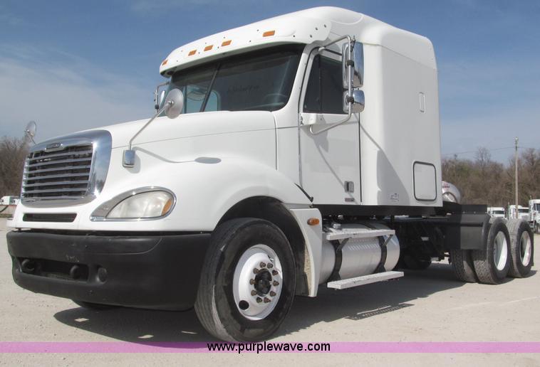 B5482.JPG - 2005 Freightliner Columbia Heritage Edition semi truck , 1,010,065 miles on odometer , Detroit Diese...