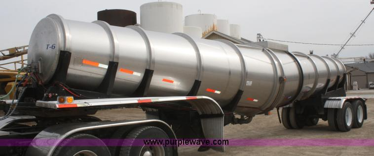 F2798.JPG - 1985 Polar stainless steel tanker trailer , 42L , 5,500 gallon capacity , 3 quot pump , 13 HP gas en...