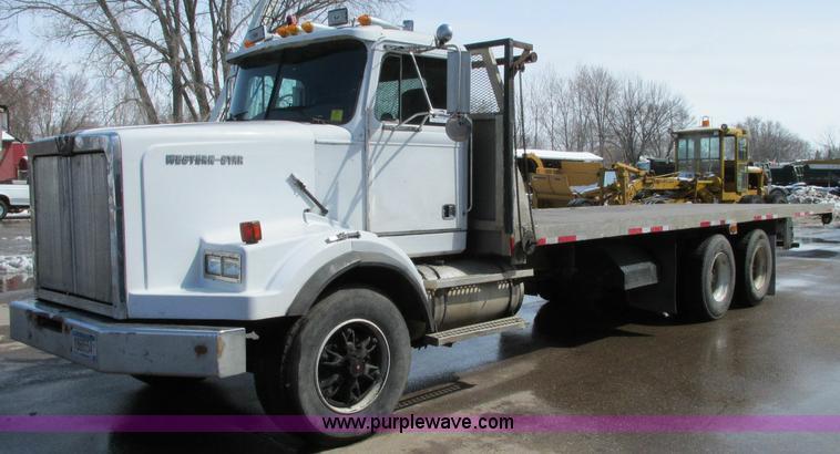 E5046.JPG - 1991 Western Star 4800 flatbed truck , 224,056 miles on odometer , 1,132 hours on meter , Cummins NT...