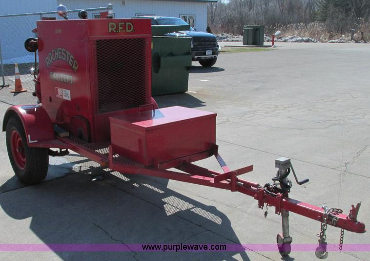 E5066.JPG - Twin Coach trailer mounted pump unit , Chrysler gas engine , Model 870729 8 , Serial 954412 1 , RPM ...