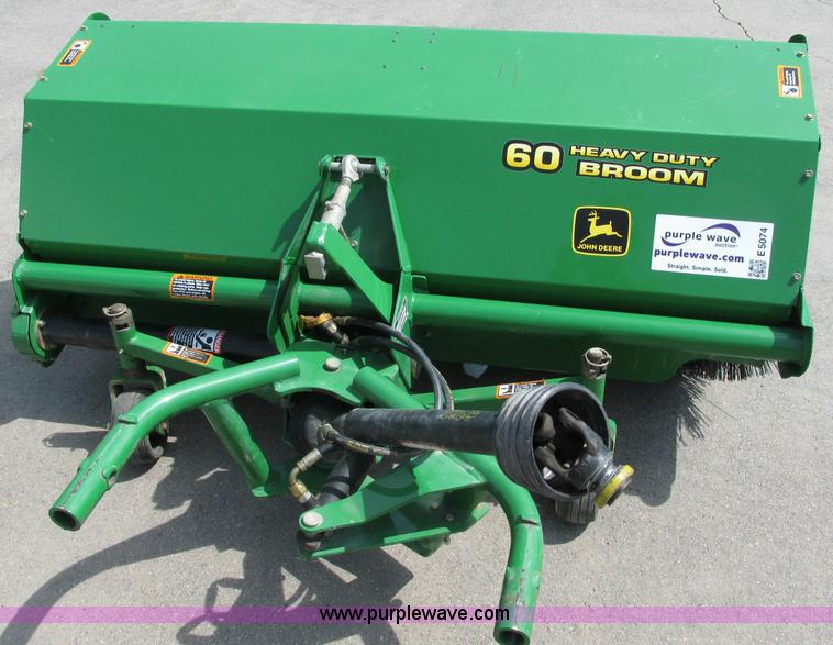 E5074.JPG - John Deere 60 heavy duty broom , PTO , Rear guide wheels , Hydraulic , Serial TC60FMX010190 ...