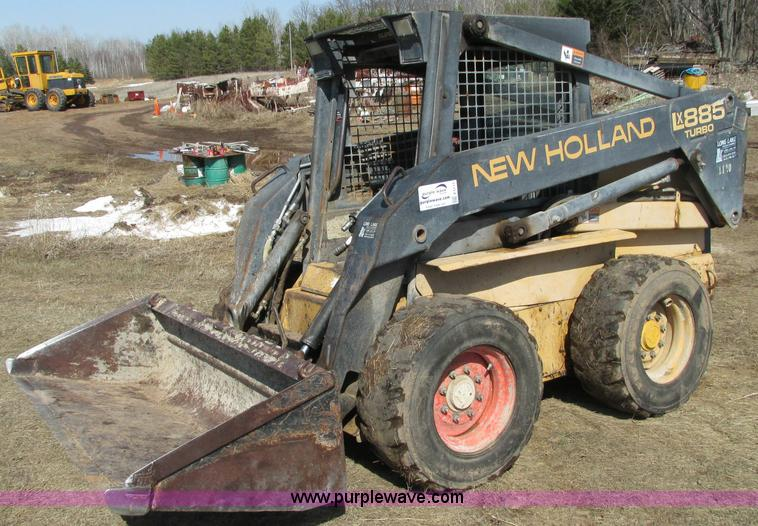 E5117.JPG - 1995 New Holland LX885 Turbo skid steer , Hour meter inoperable , New Holland three cylinder diesel ...