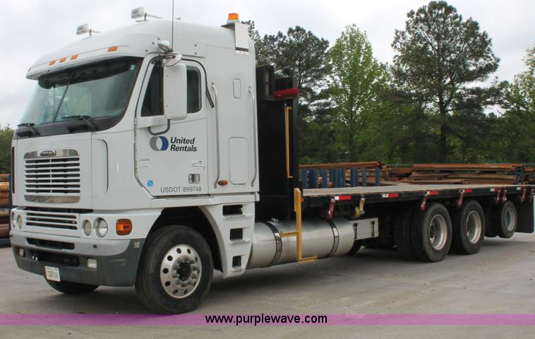 H3579.JPG - 2006 Freightliner Argosy flatbed truck , 371,083 miles on odometer , 178 45 idle hours on meter , De...