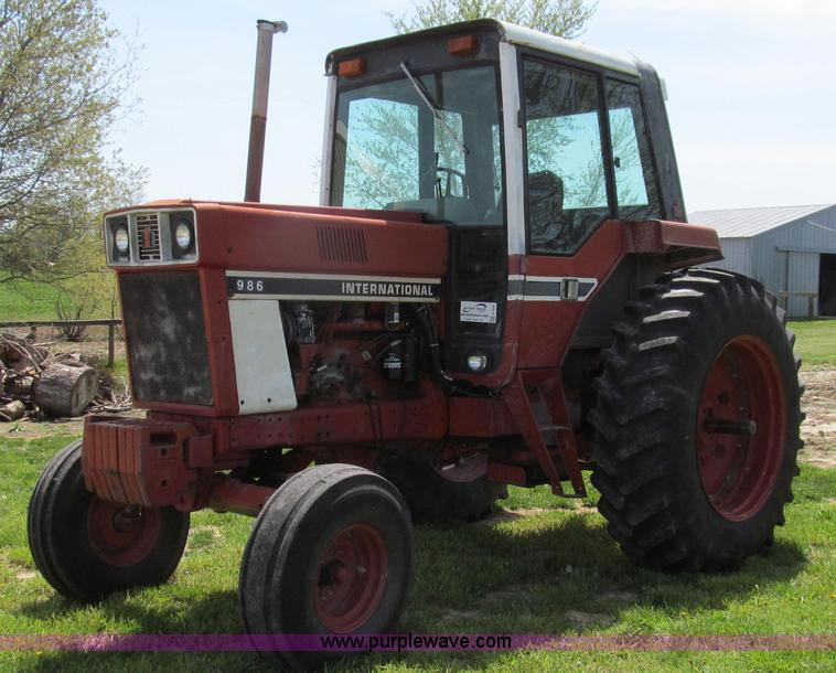 E3923.JPG - 1976 International 986 tractor , 8,414 hours on meter , International D436 six cylinder diesel engin...
