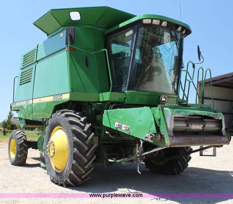 H7493.JPG - 1990 John Deere 9600 combine , 4,784 engine hours on meter , 3,226 separator hours on meter , John D...