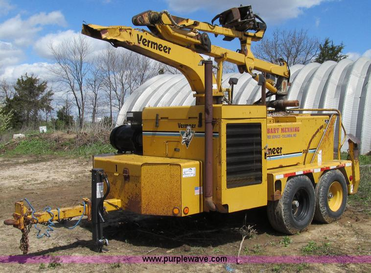 E3908.JPG - 2000 Vermeer BC2000 tree chipper , 989 hours on meter , Cummins six cylinder diesel engine , 200 HP ...