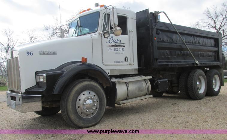 E7194.JPG - 1996 Kenworth T800 dump truck , 1,243,048 total miles , Detroit Diesel 60 12 7L L6 diesel engine , M...