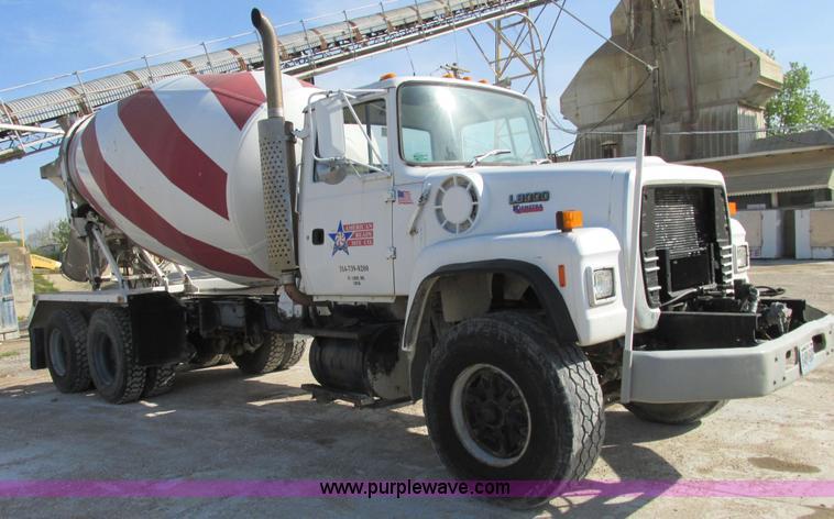 E7227.JPG - 1991 Ford L9000 mixer truck , 162,177 miles on odometer , Caterpillar 3306 10 5L L6 diesel engine , ...