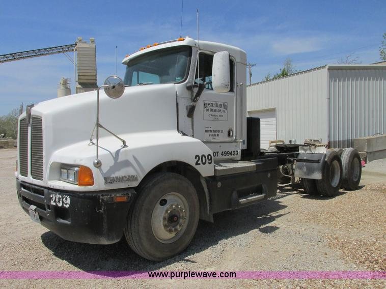 E7231.JPG - 1997 Kenworth T600 semi truck , 655,842 miles on odometer , Caterpillar C12 12 0L L6 diesel engine ,...