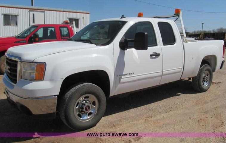 F3161.JPG - 2008 GMC Sierra 2500 HD SLE pickup truck , 182,525 miles on odometer , 6 0L V8 16V OHV gas engine , ...