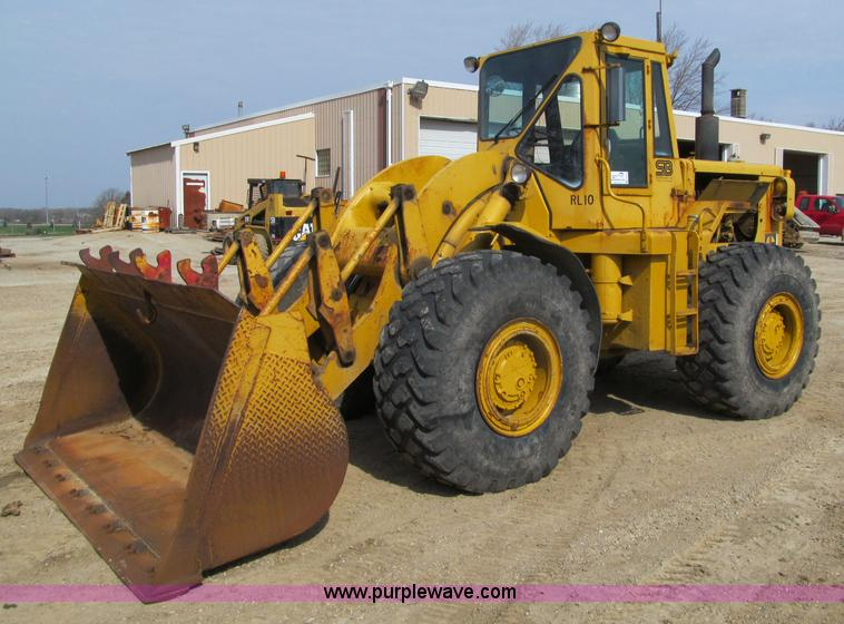G2977.JPG - 1968 Caterpillar 966C loader , 237 hours on meter , Caterpillar 3306 diesel engine , Powershift tran...