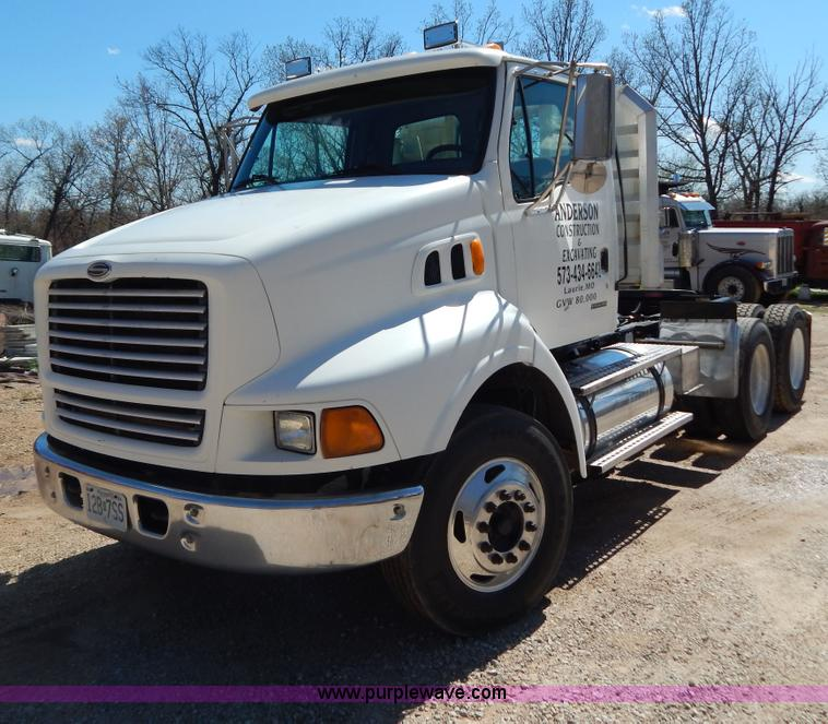 G3138.JPG - 1999 Sterling 9513 semi truck , 493,368 miles on odometer , Cummins N14 14 0L L6 diesel engine , 435...
