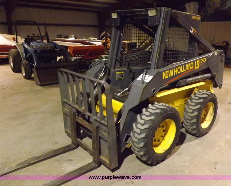H7213.JPG - New Holland LS170 skid steer , 3,288 hours on meter , Hours will vary, unit will be used for loadout...