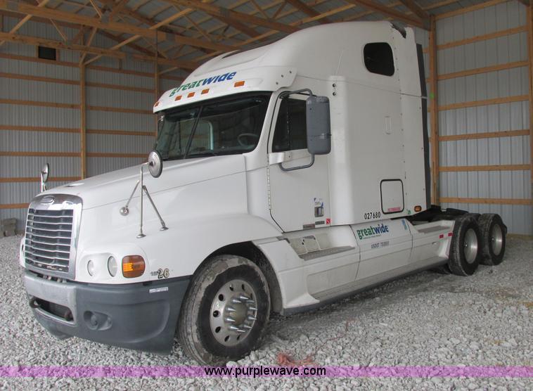 AB9371.JPG - 2006 Freightliner Century Class ST120 semi truck , 871,894 miles on odometer , Detroit Diesel Series...
