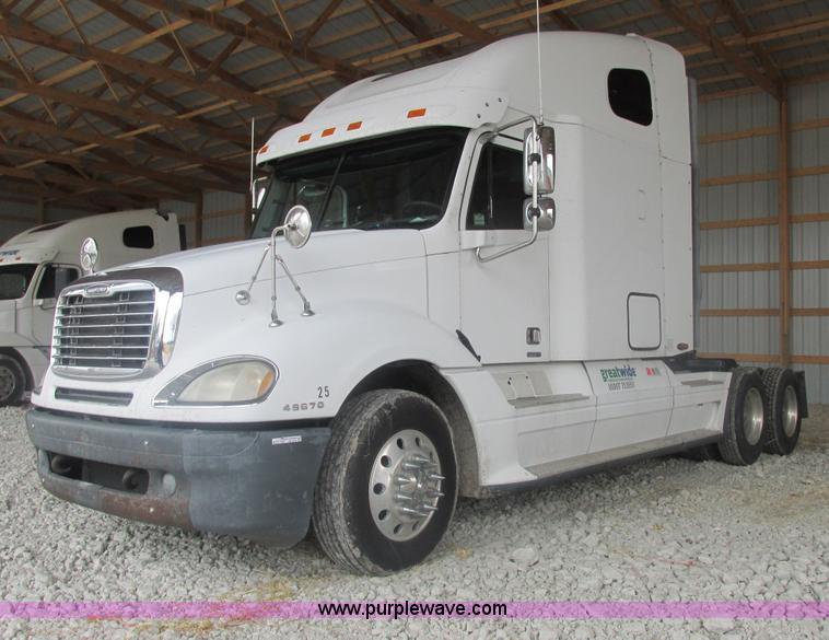 AB9372.JPG - 2006 Freightliner Columbia semi truck , 339,535 miles on odometer , Detroit Diesel Series 60 14 0L d...
