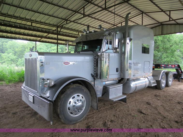 B4770.JPG - 2006 Peterbilt 379 semi truck , 913,253 miles on odometer , 28,834 hours on meter , Miles and hours ...