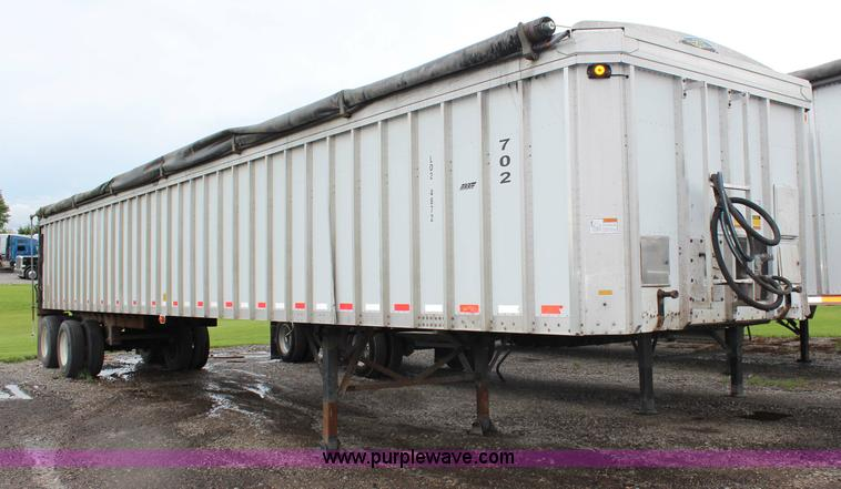 G5244.JPG - 2004 Trail King 48 belt trailer , 48 quot W belt , Tarp , Sliding rear gate , Air suspension , Air b...