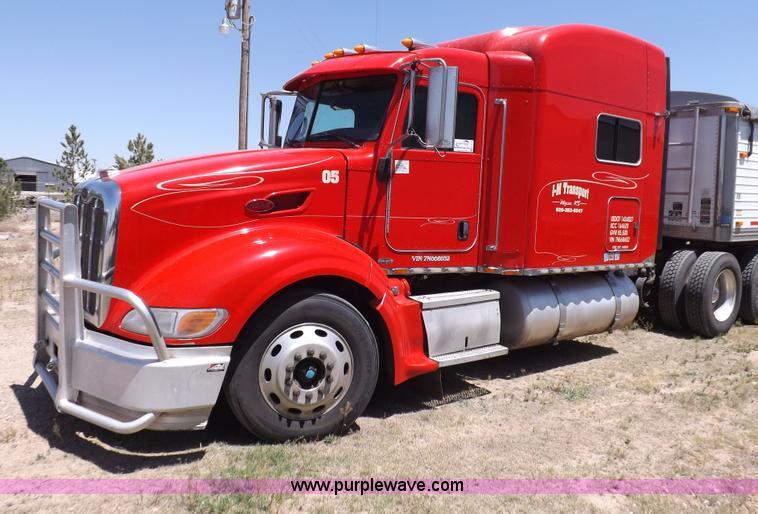 H7076.JPG - 2007 Peterbilt 386 semi truck , 1,040,425 miles on odometer , Caterpillar C15 Acert 14 6L L6 diesel ...