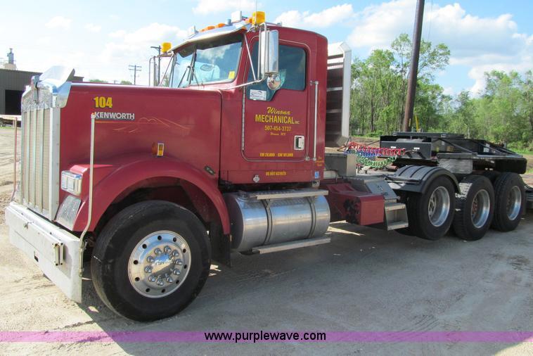 F8561.JPG - 1996 Kenworth W900 semi truck , 567,997 miles on odometer , Detroit Diesel Series 60 12 7L L6 diesel...