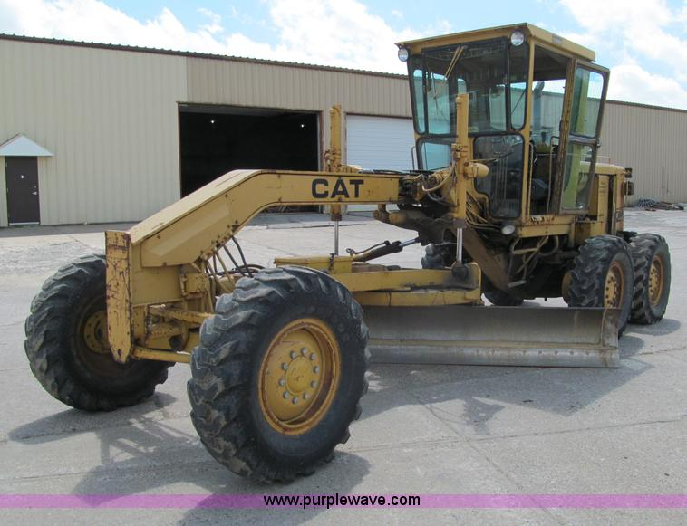 F8585.JPG - 1977 Caterpillar 120G articulated motor grader , 13,844 hours on meter , Caterpillar 3304 four cylin...